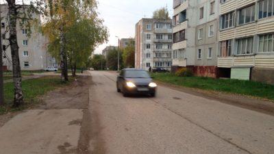 Машины на улице Кирова